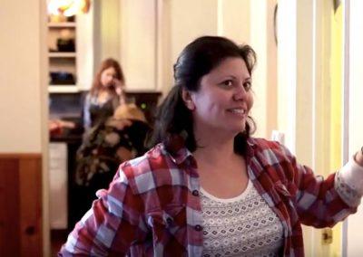 LA48 - Holiday Hostess